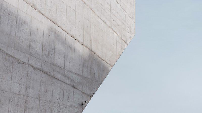 Nowoczesne wnętrze z wykorzystaniem betonu
