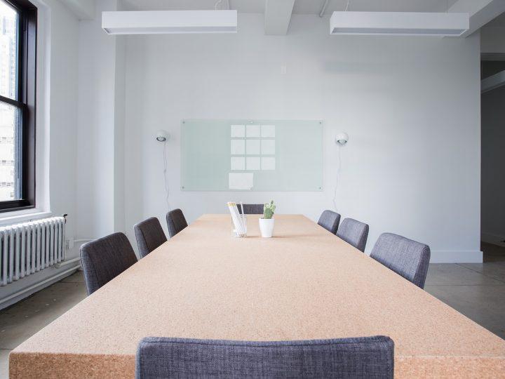 Jak dobrać meble konferencyjne?
